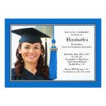 Azul y blanco de la invitación de la graduación de