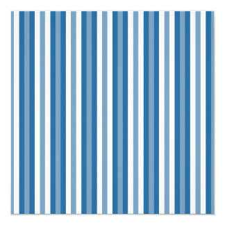 """Azul y blanco del fondo de las rayas invitación 5.25"""" x 5.25"""""""