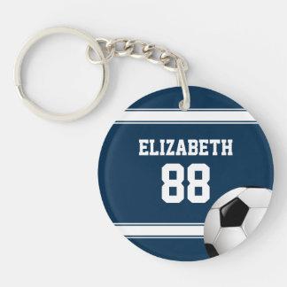 Azul y blanco raya el balón de fútbol del jersey llavero redondo acrílico a doble cara