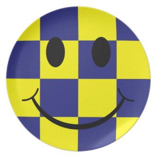 Azul y cara sonriente comprobada amarillo plato de cena