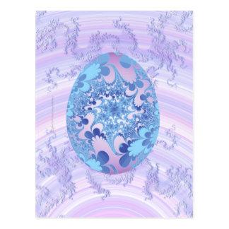 Azul y huevo pintado púrpura postal