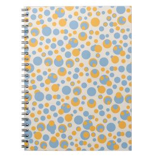 azul y naranja puntea el cuaderno