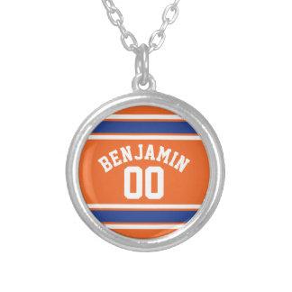 Azul y naranja se divierte número conocido de collar plateado