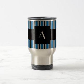 Azul y rayas negras del monograma taza de café