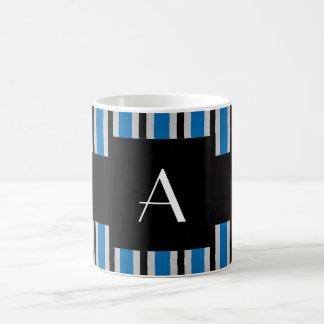Azul y rayas negras del monograma tazas