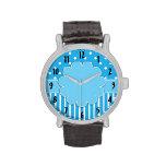 Azul y reloj modelado blanco