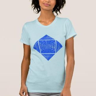 Azul y triángulos y cuadrado abigarrados blanco playera