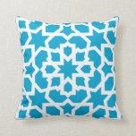 Azulejo azul de arabesco marroquí y mosaico almohadas