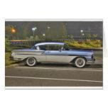Azules cielos clásicos del coche de HDR Tarjetón