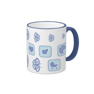 azules cielos con la taza de té de la mariposa