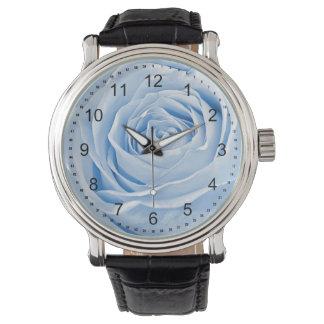Azules cielos delicados de la foto floral subiós reloj