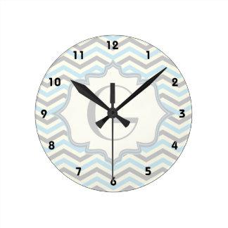 Azules cielos modernos, gris, modelo de marfil del reloj redondo mediano