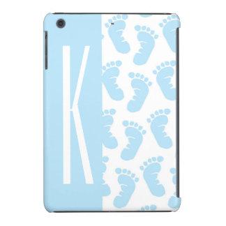 Azules cielos, pies del bebé del muchacho funda de iPad mini