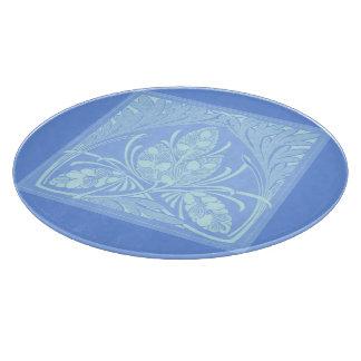 Azules claros de la hoja floral del vintage tabla de cortar