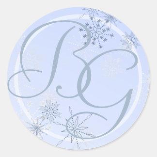 Azules claros del copo de nieve pegatinas redondas