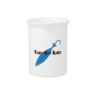 Azules del día lluvioso jarra para bebida