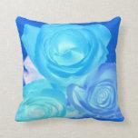 Azules imagen invertida tres rosas almohada