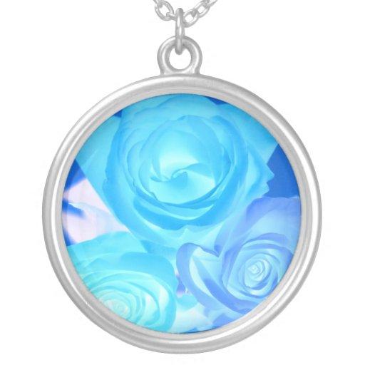 Azules imagen invertida tres rosas pendientes