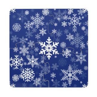 Azules marinos de los copos de nieve de los días posavasos de puzzle
