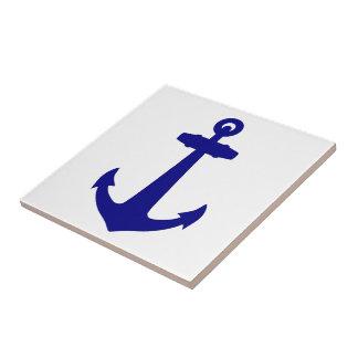 Azules marinos en el ancla costera blanca de la azulejo cuadrado pequeño