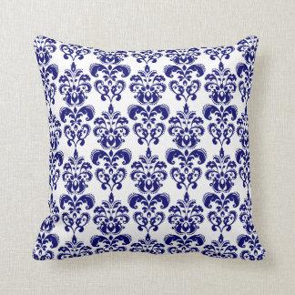 Azules marinos, modelo blanco 2 del damasco del cojín decorativo