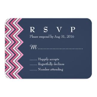 """Azules marinos y tarjeta rosada de Chevron RSVP Invitación 3.5"""" X 5"""""""