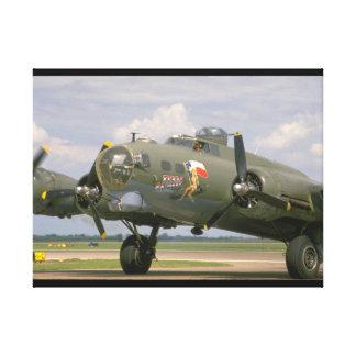 B17 Closeup, Front Left_WWII Planes Canvas Print