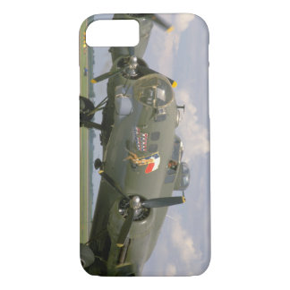 B17 Closeup, Front Left_WWII Planes iPhone 8/7 Case