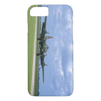B17 Taking Off, Front Right_WWII Planes iPhone 8/7 Case