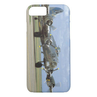 B17, Two Engines Revving_WWII Planes iPhone 8/7 Case