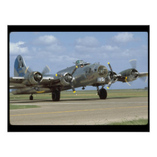 B17, Two Engines Revving_WWII Planes Poster