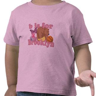 B está para Brooklyn Camisetas