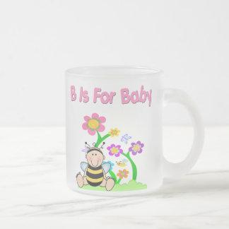 B está para el bebé taza de cristal