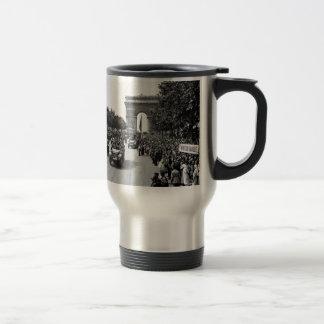 B&W Arc De Triomphe 2 Travel Mug