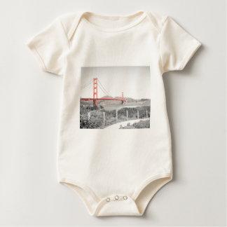 B&w de puente Golden Gate con estallido del color Mamelucos