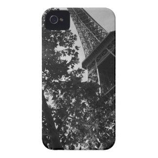 B&W Eiffel Tower 2 iPhone 4 Cover