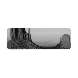B&W Monument Valley 2 Label