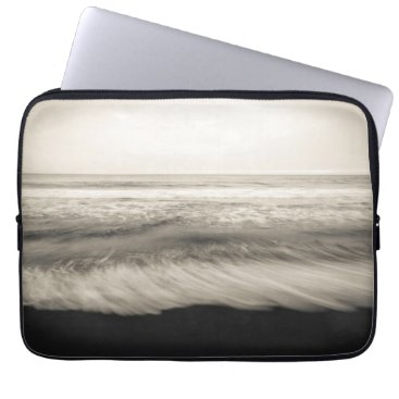USA Themed B&W seascape, Hawaii Computer Sleeve