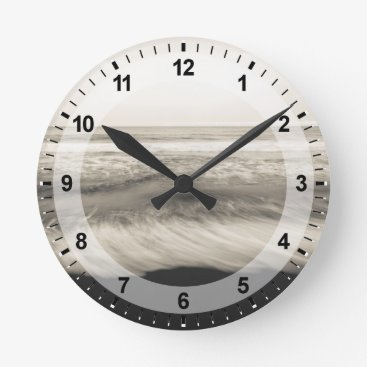 USA Themed B&W seascape, Hawaii Round Clock