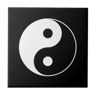 B y teja del símbolo de W Yin Yang
