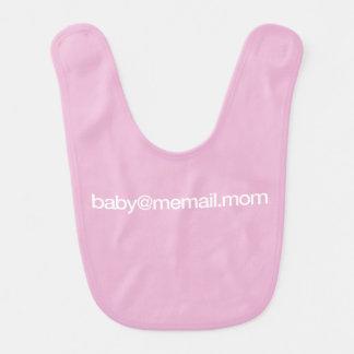 """babero del bebé de """"baby@memail.mom"""""""