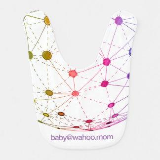 """babero del bebé de """"baby@wahoo.mom"""""""