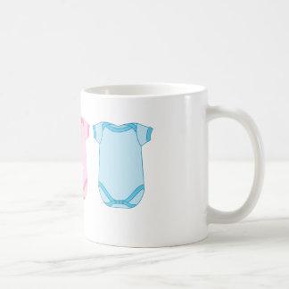 Babygro en nueva taza rosada y azul del bebé
