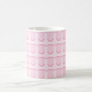 Babygro en taza rosada
