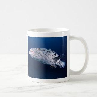 Bacalao de la patata en la taza de café del