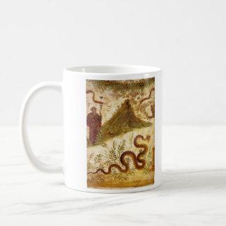 Bacchus y serpiente Agathodaimon en Pompeya Taza De Café