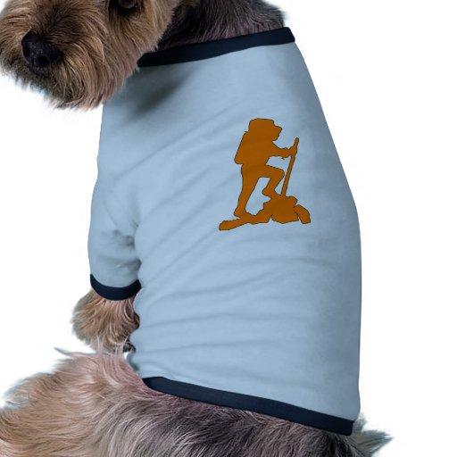 Backpacker del diseño gráfico del emblema de la si camisa de mascota