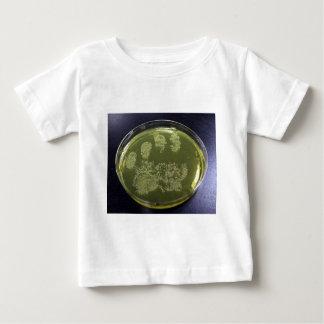 Bacterias de la placa de Petri de la mano Playera