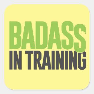 Badass en el entrenamiento pegatina cuadrada