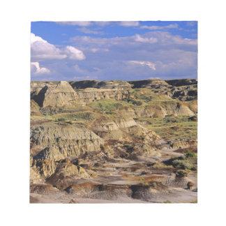 Badlands en el parque provincial del dinosaurio en blocs